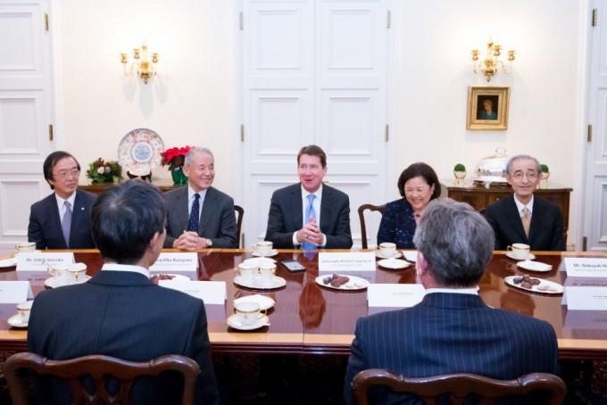 tomodachi-initiative-reception_u-s-ambassador-to-japan-william-f-hagerty_120717_9